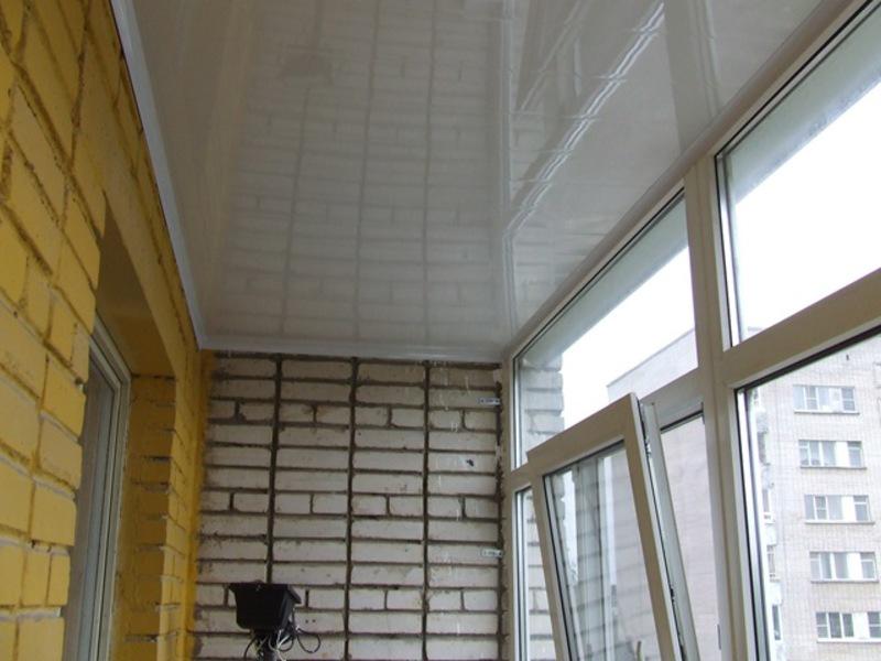 Пластиковый потолок на лоджии
